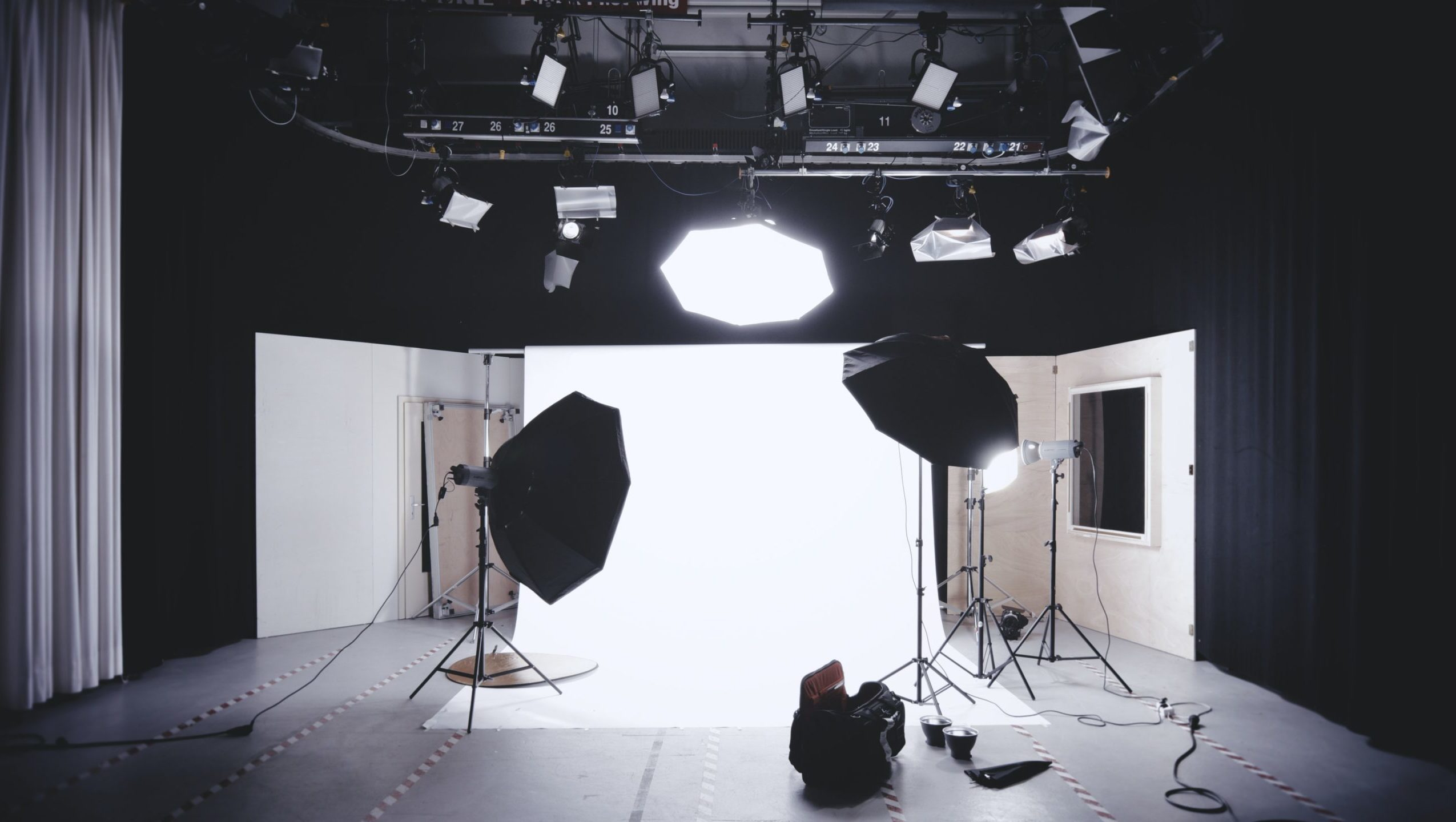 https://www.activeimagemedia.com/wp-content/uploads/2020/07/photo-studio-with-white-wooden-framed-wall-mirror-134469-1-scaled-2550x1440.jpg